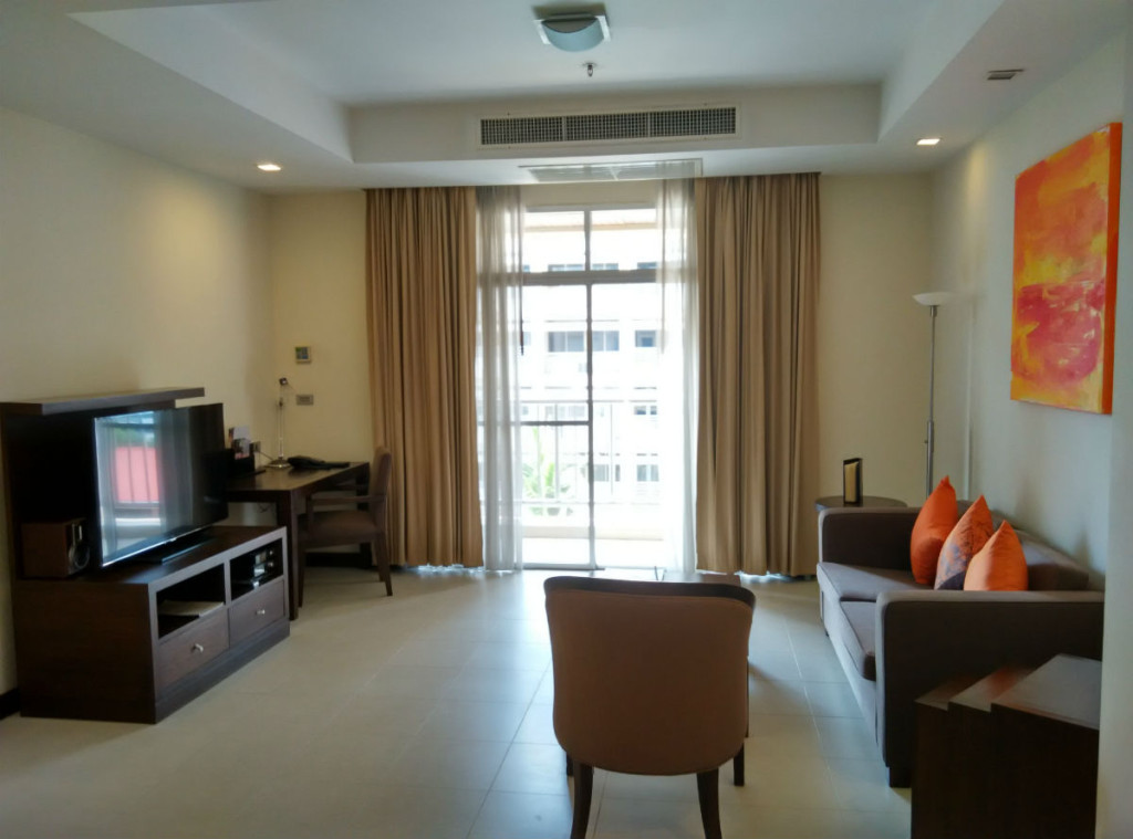 mercure-bangkok-living-room