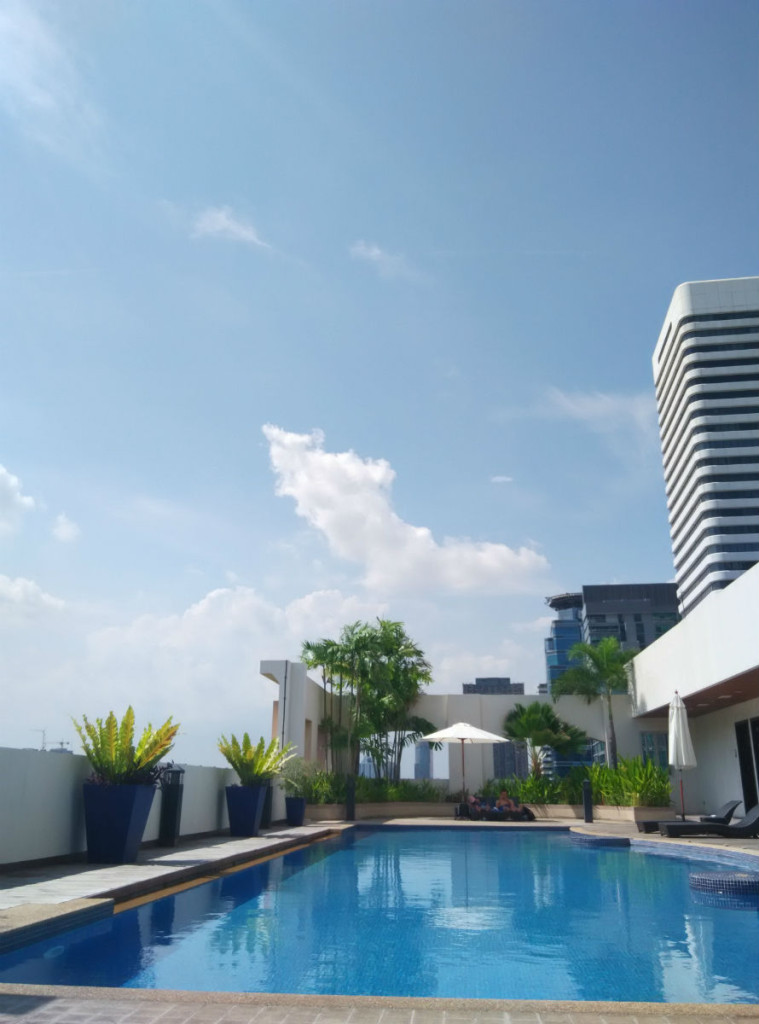 mercure-bangkok-swimming-pool