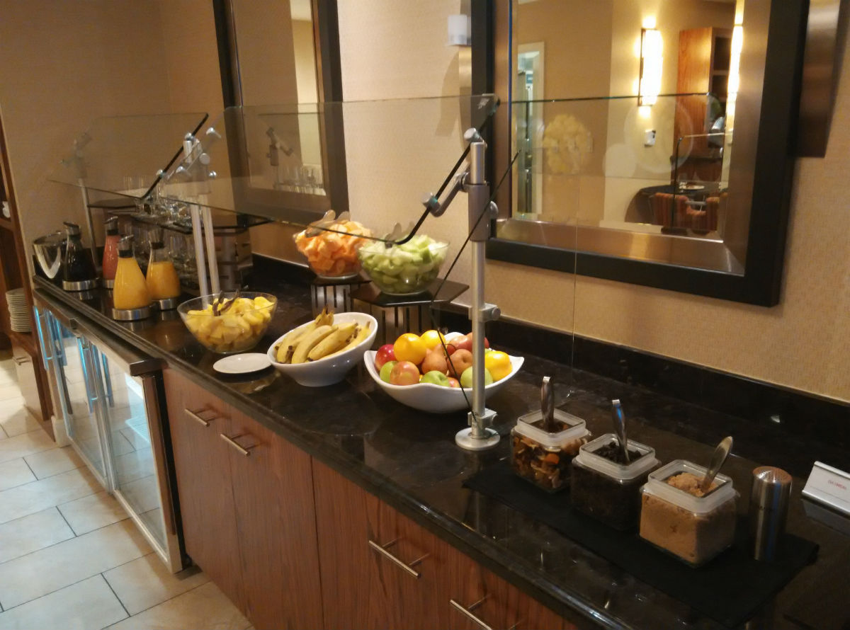 marriott-san-diego-la-jolla-lounge-breakfast-2
