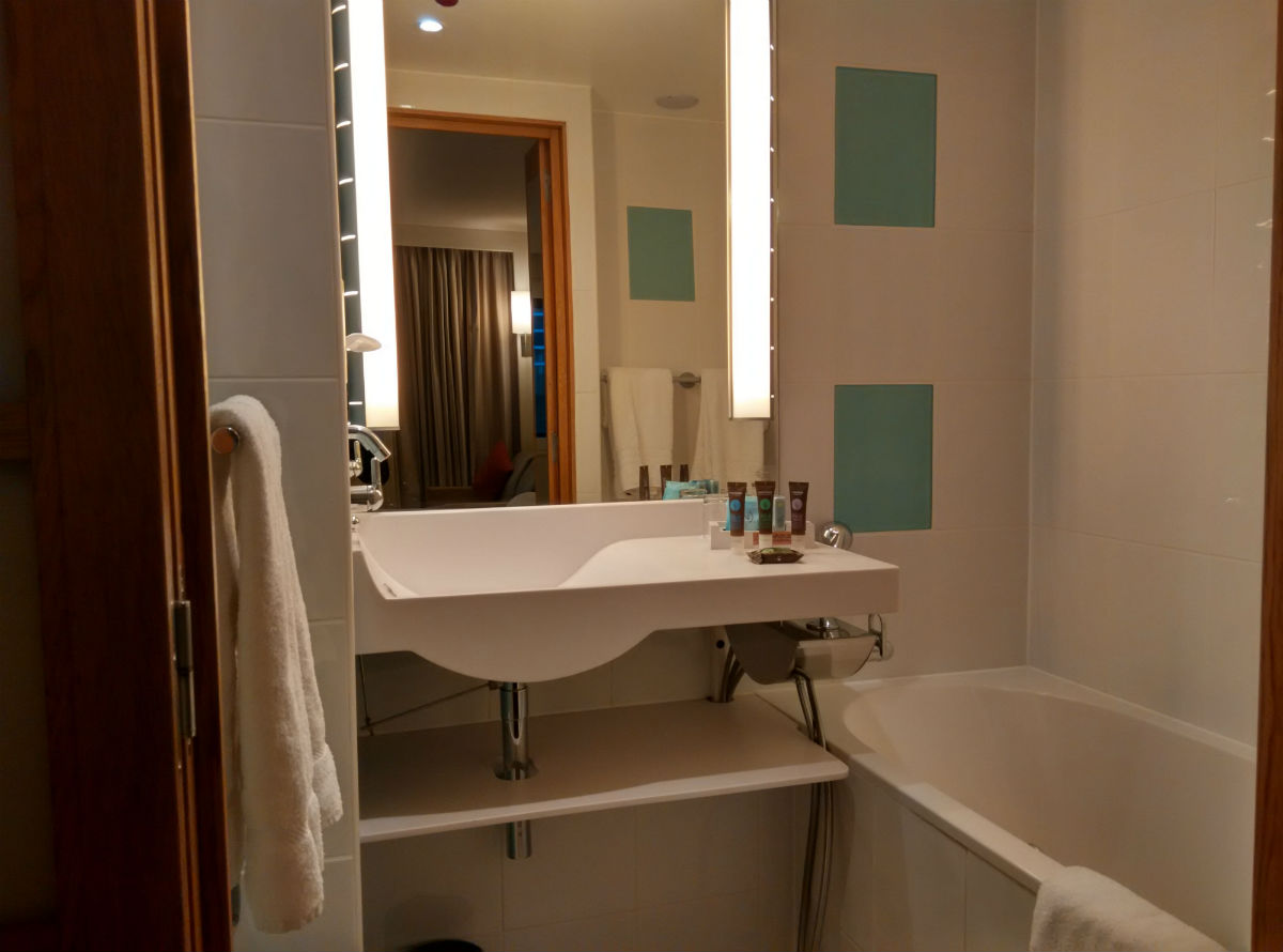 novotel-london-paddington-bathroom