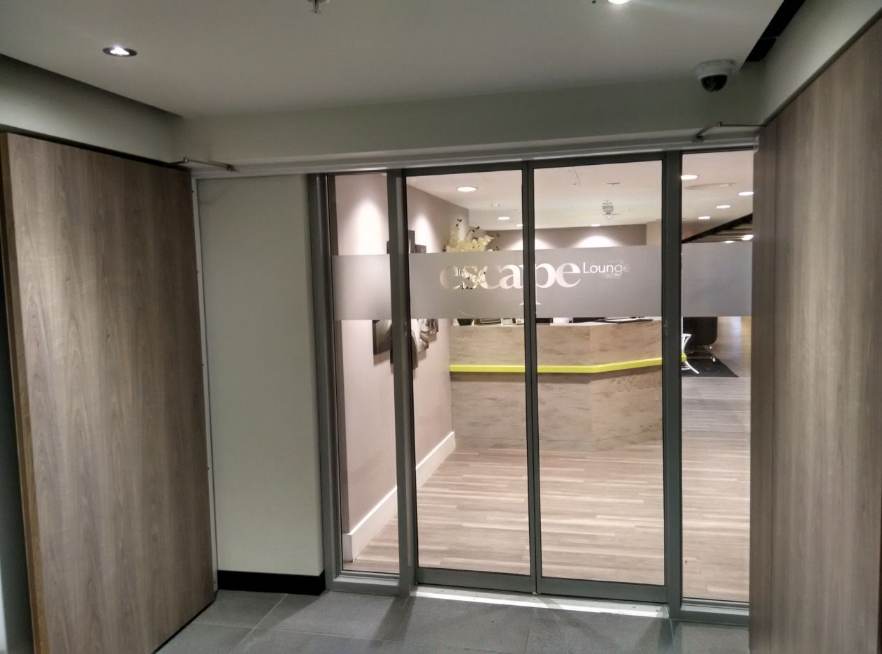 stansted-escape-lounge-entrance-2