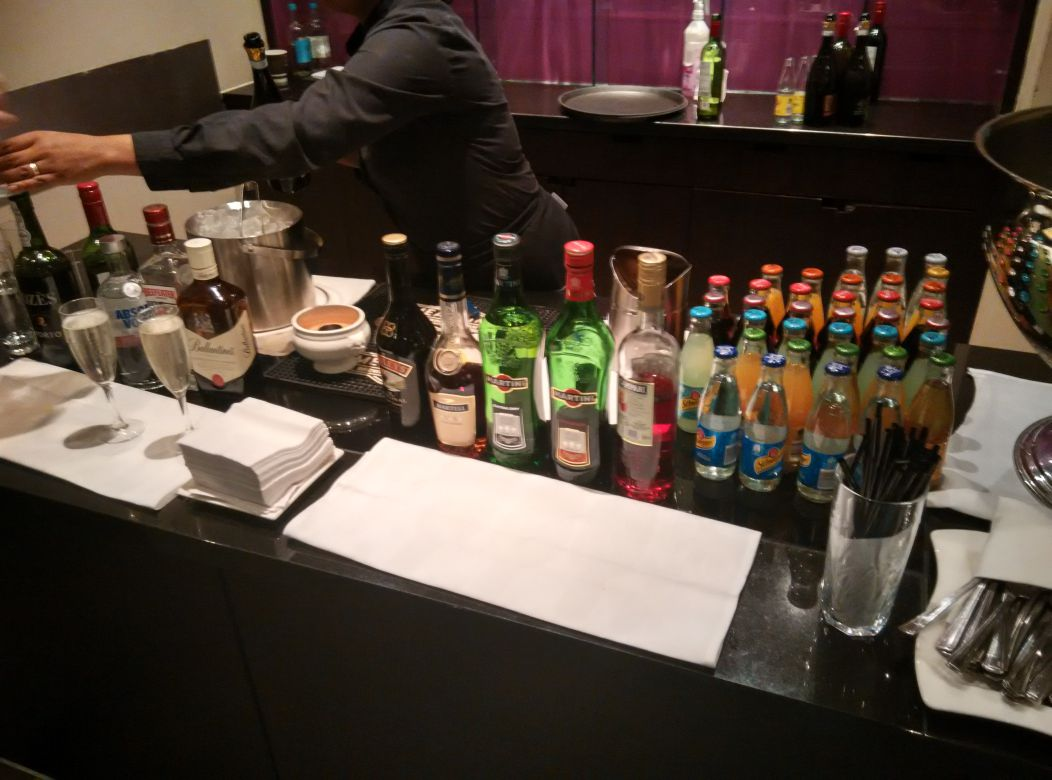 hilton-london-kensington-exec-lounge-drinks