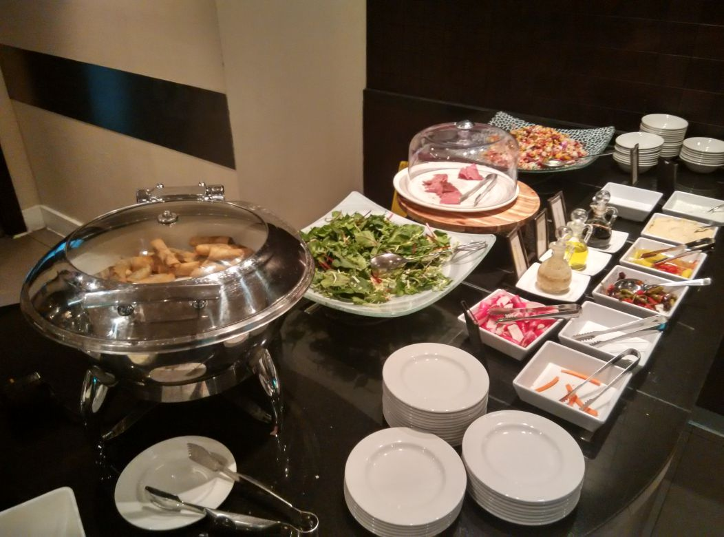 hilton-london-kensington-exec-lounge-snacks-1