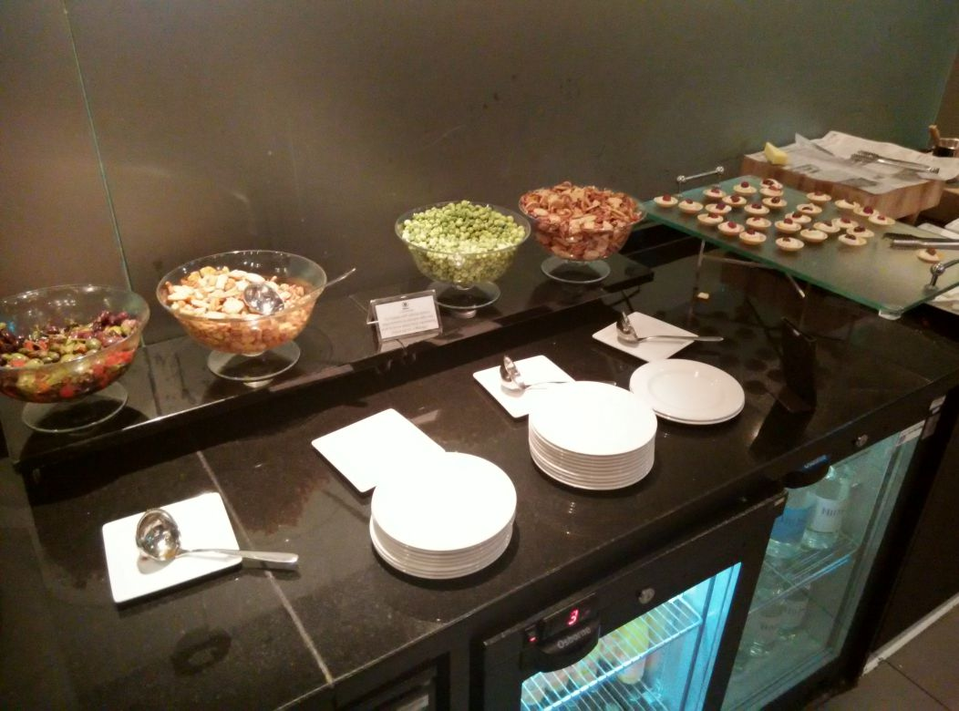 hilton-london-kensington-exec-lounge-snacks-2