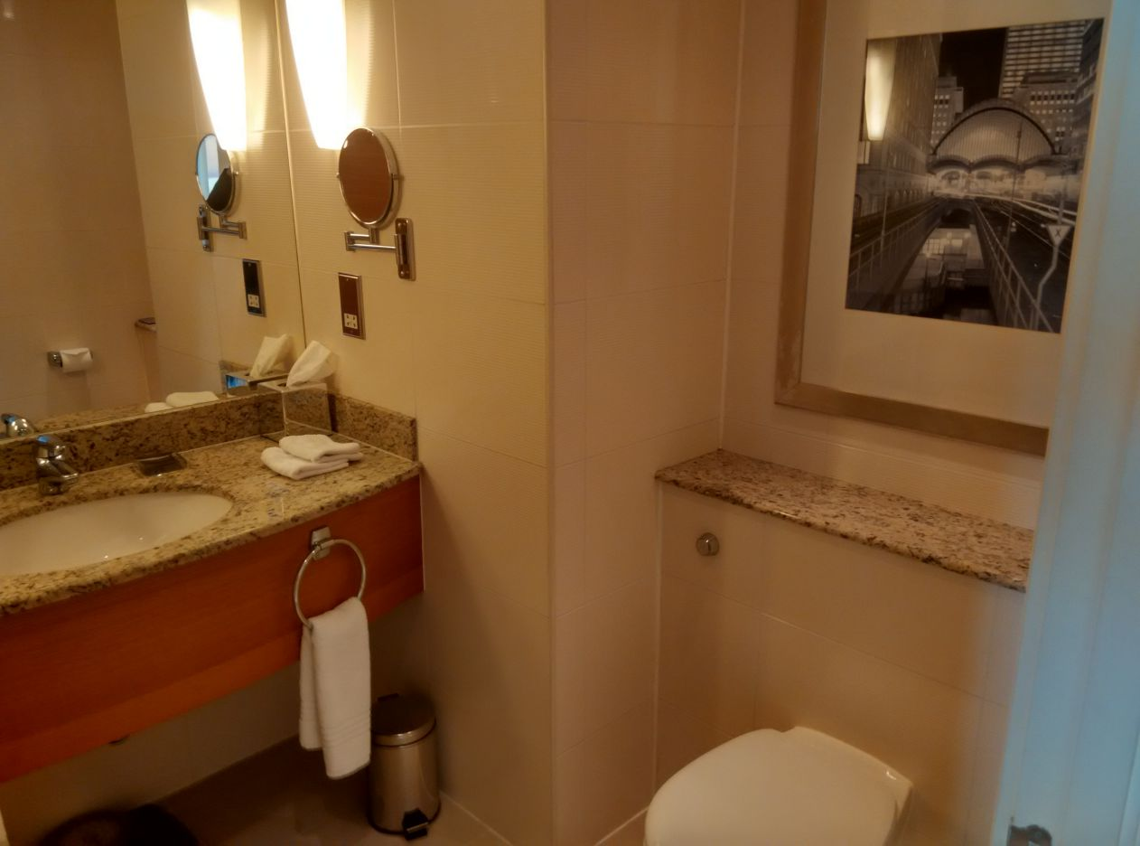 marriott-london-west-india-quay-bathroom-1