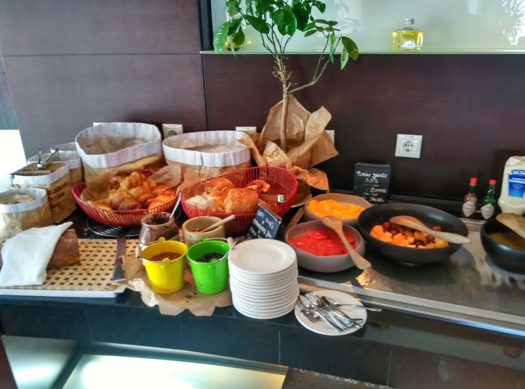 radisson-blu-bucharest-breakfast-pastry