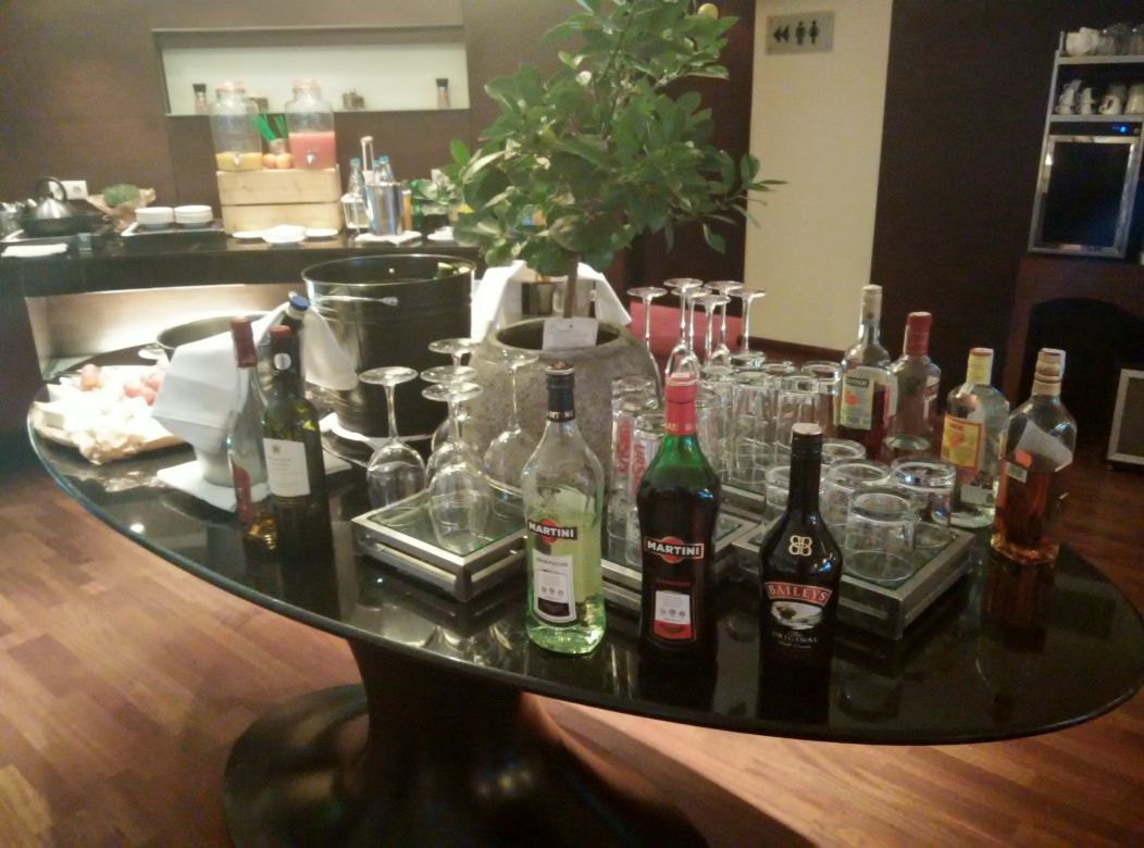 radisson-blu-bucharest-business-lounge-drinks