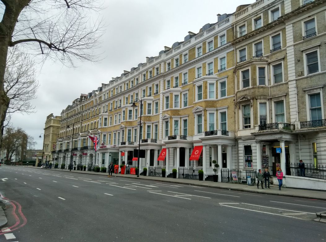 crowne-plaza-london-kensington-building