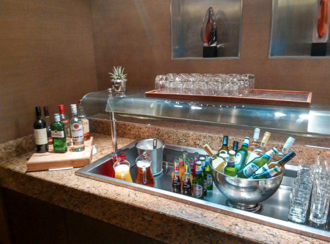 crowne-plaza-london-kensington-lounge-alcohol