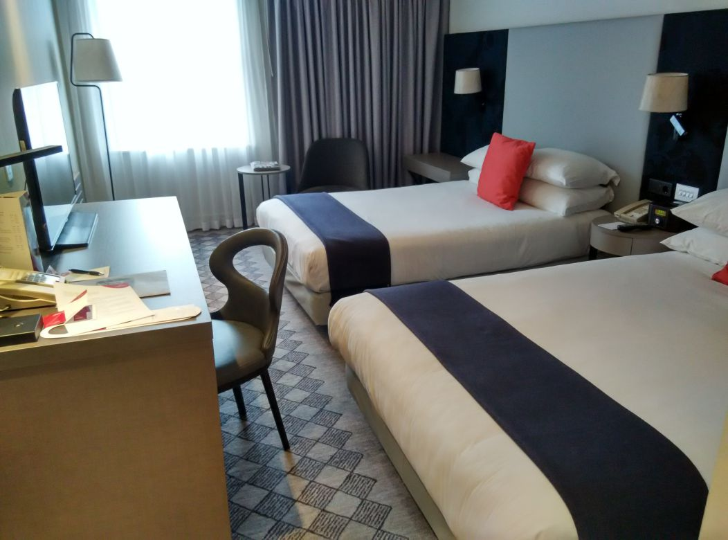 crowne-plaza-london-kensington-room-1