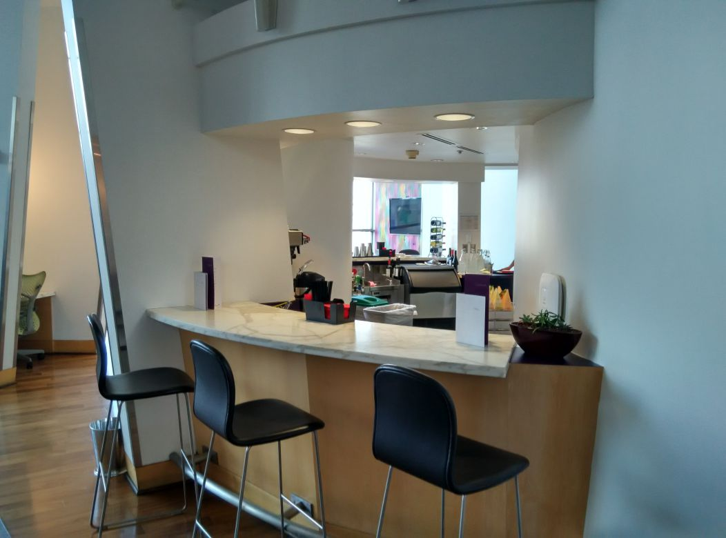 iad-virgin-atlantic-lounge-bar