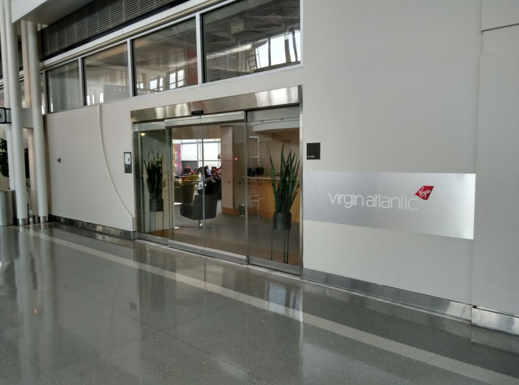 iad-virgin-atlantic-lounge-entrance