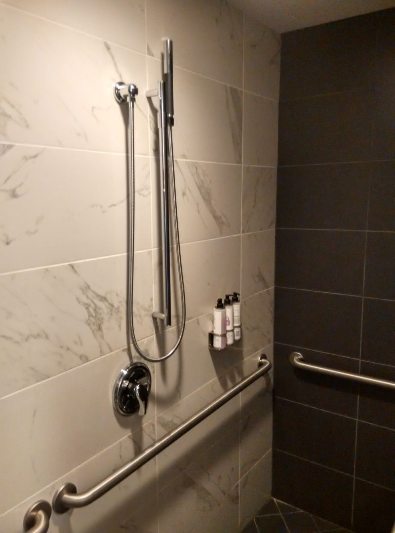 iad-virgin-atlantic-lounge-shower-2