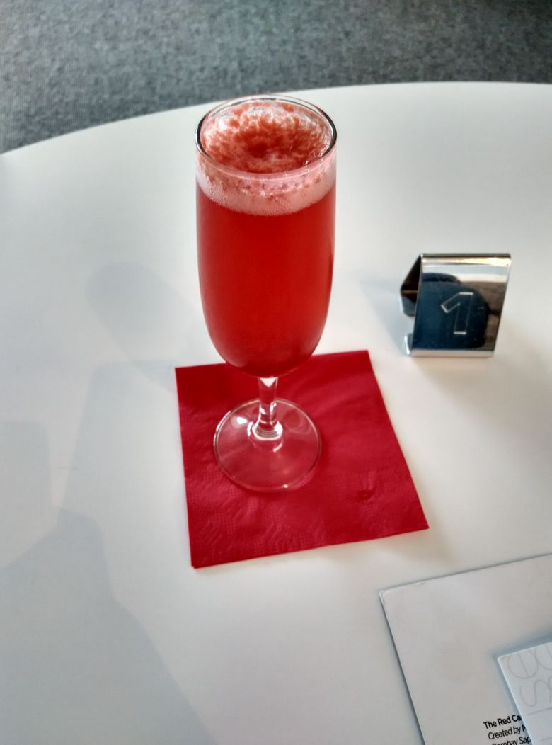 iad-virgin-atlantic-lounge-virgin-redhead-cocktail