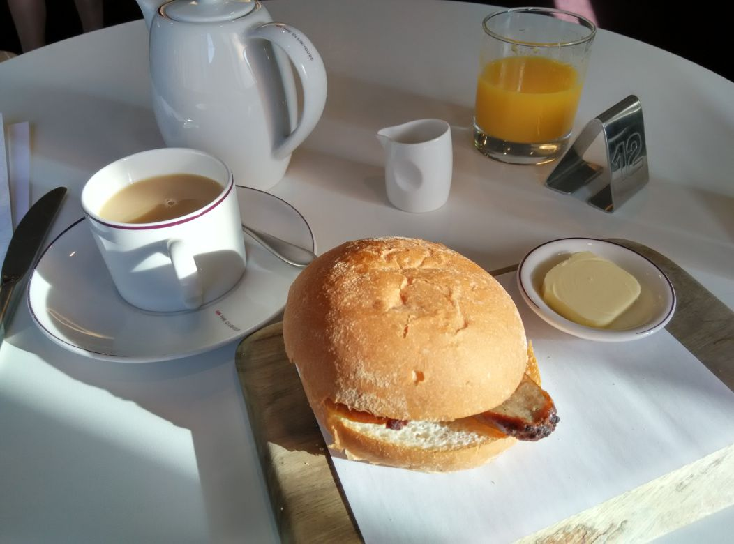 lhr-t3-virgin-atlantic-revivals-lounge-breakfast-roll