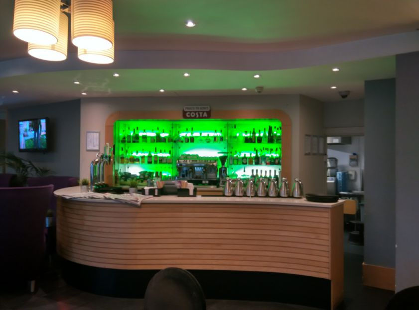 hilton-angel-islington-bar