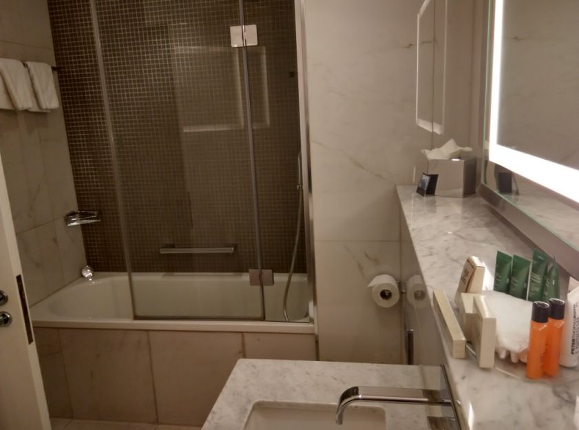 hilton-angel-islington-bathroom