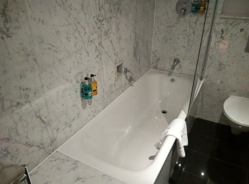 radisson-blu-grafton-bathroom-1