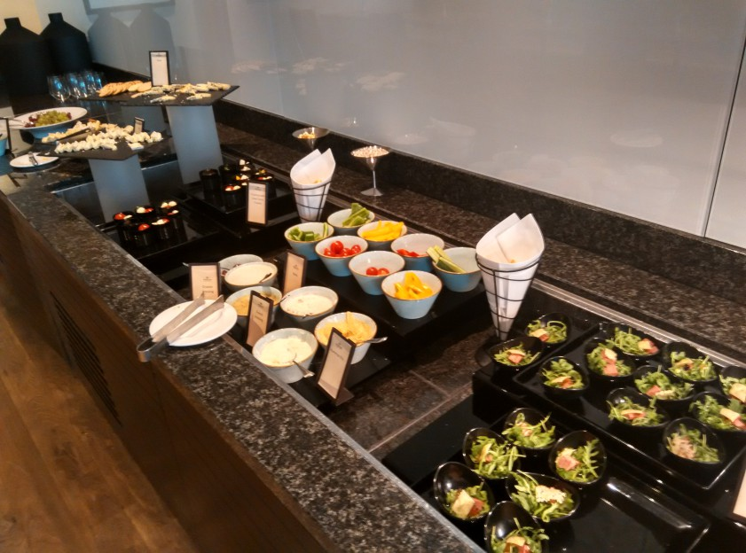 holiday-inn-wembley-executive-lounge-canape-2