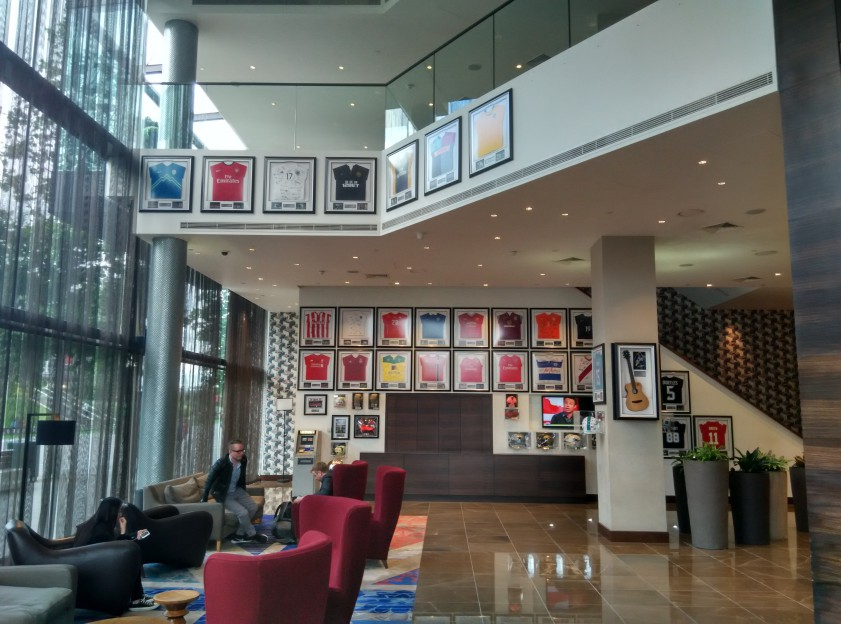 holiday-inn-wembley-lobby