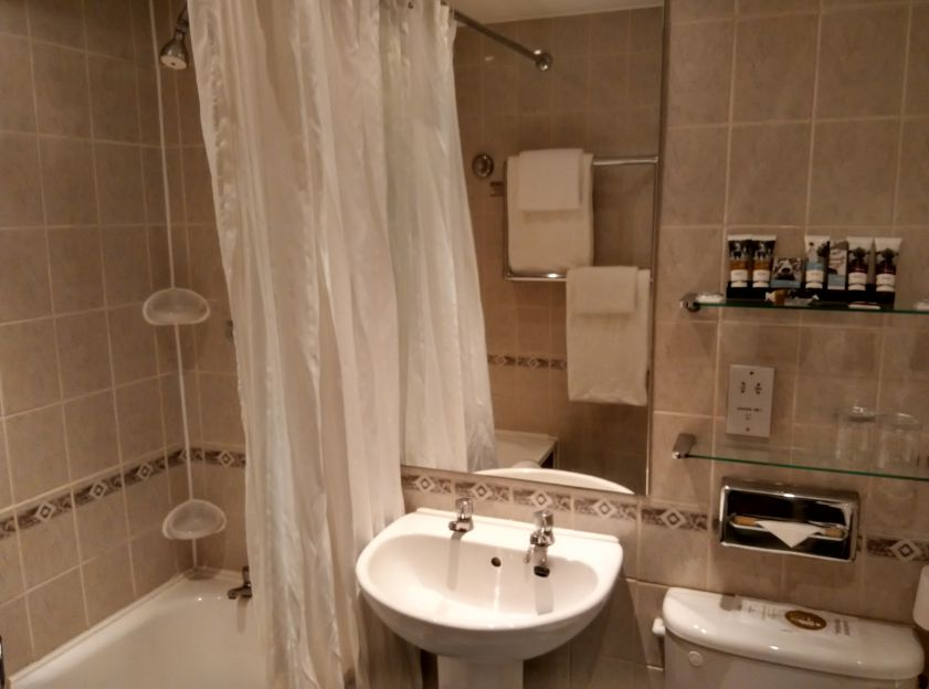 mercure-edinburgh-princes-street-bathroom