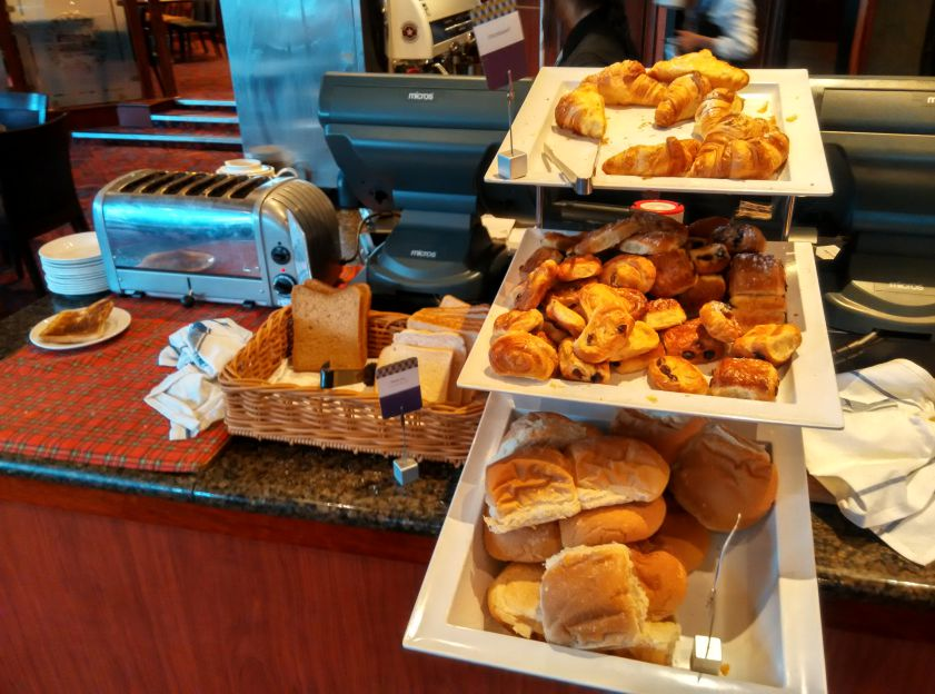 mercure-edinburgh-princes-street-breakfast-pastry