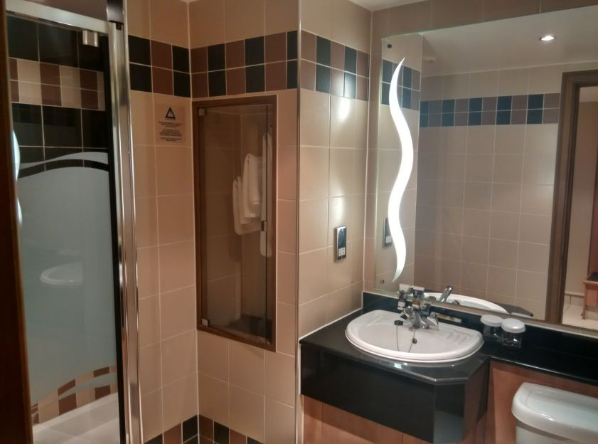 mercure-leicester-bathroom