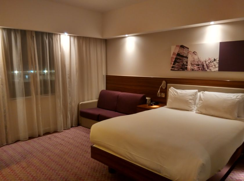 hampton-london-gatwick-room-2