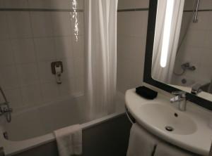 ibis-london-euston-bathroom