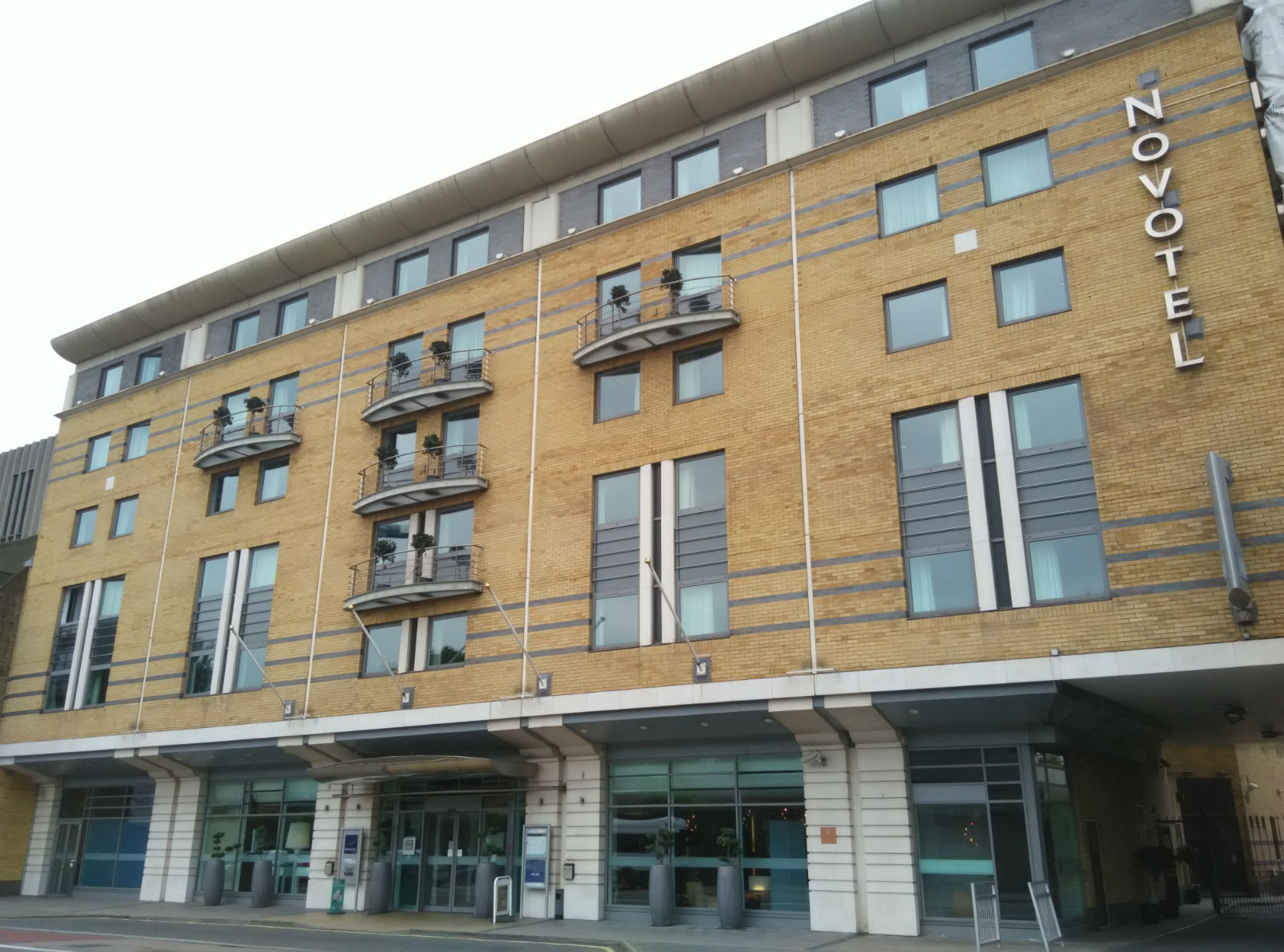 novotel-london-waterloo-exterior