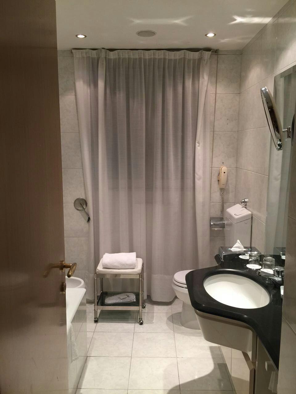 four-points-sheraton-bathroom