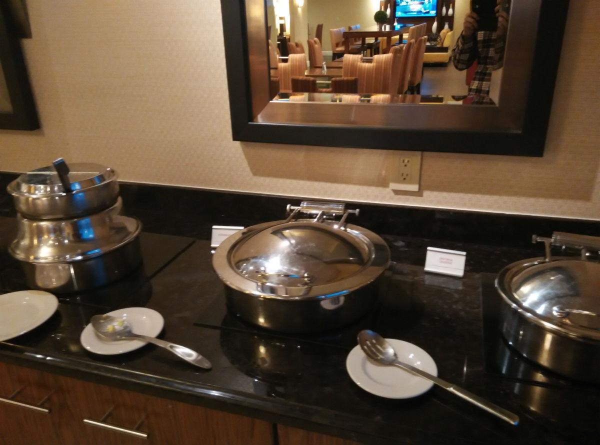 marriott-san-diego-la-jolla-lounge-breakfast