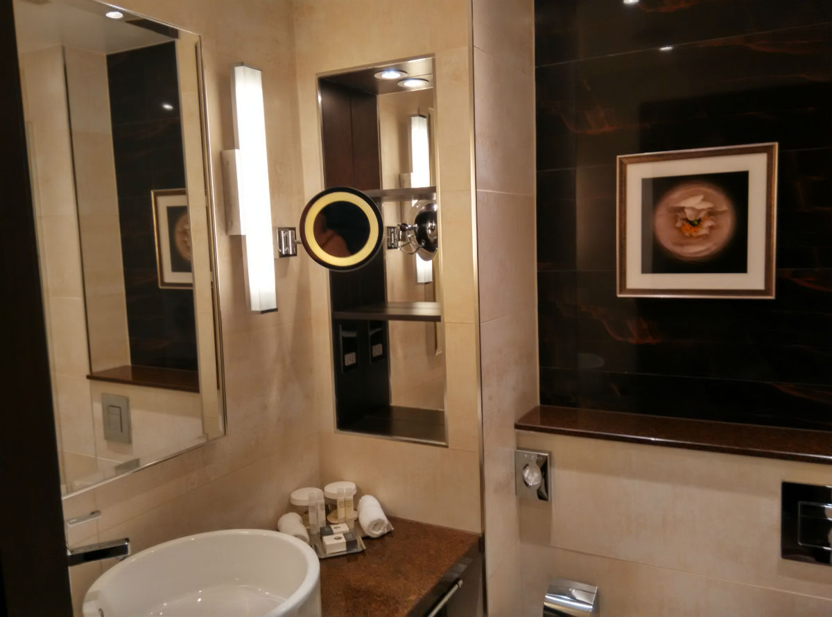 doubletree-london-victoria-bathroom