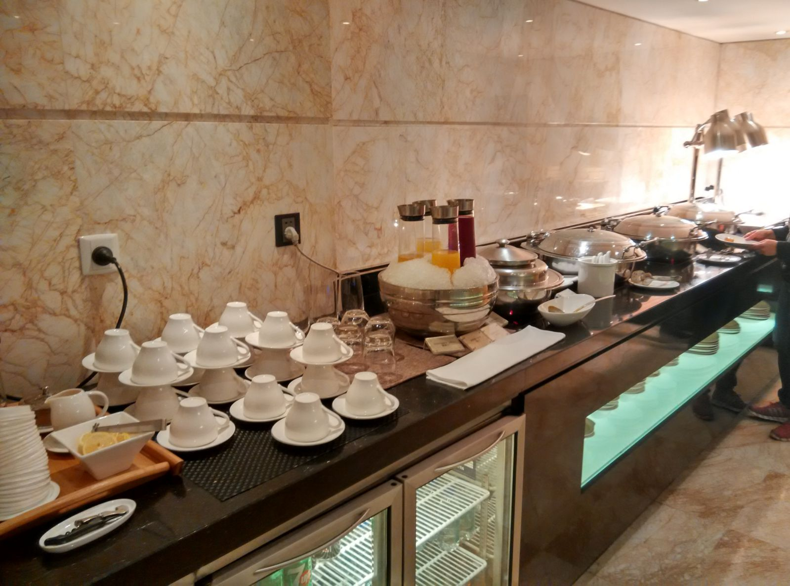guangzhou-marriott-tianhe-lounge-food-2