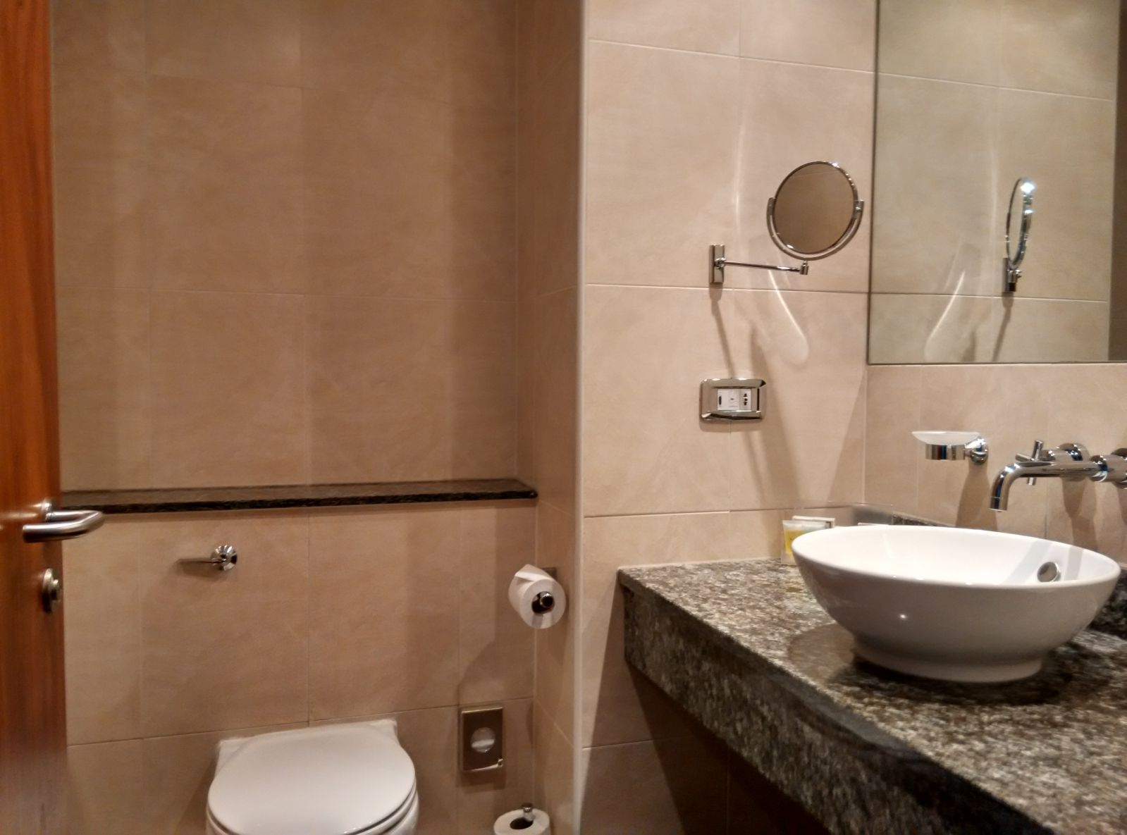 holiday-inn-norwich-city-bathroom-1