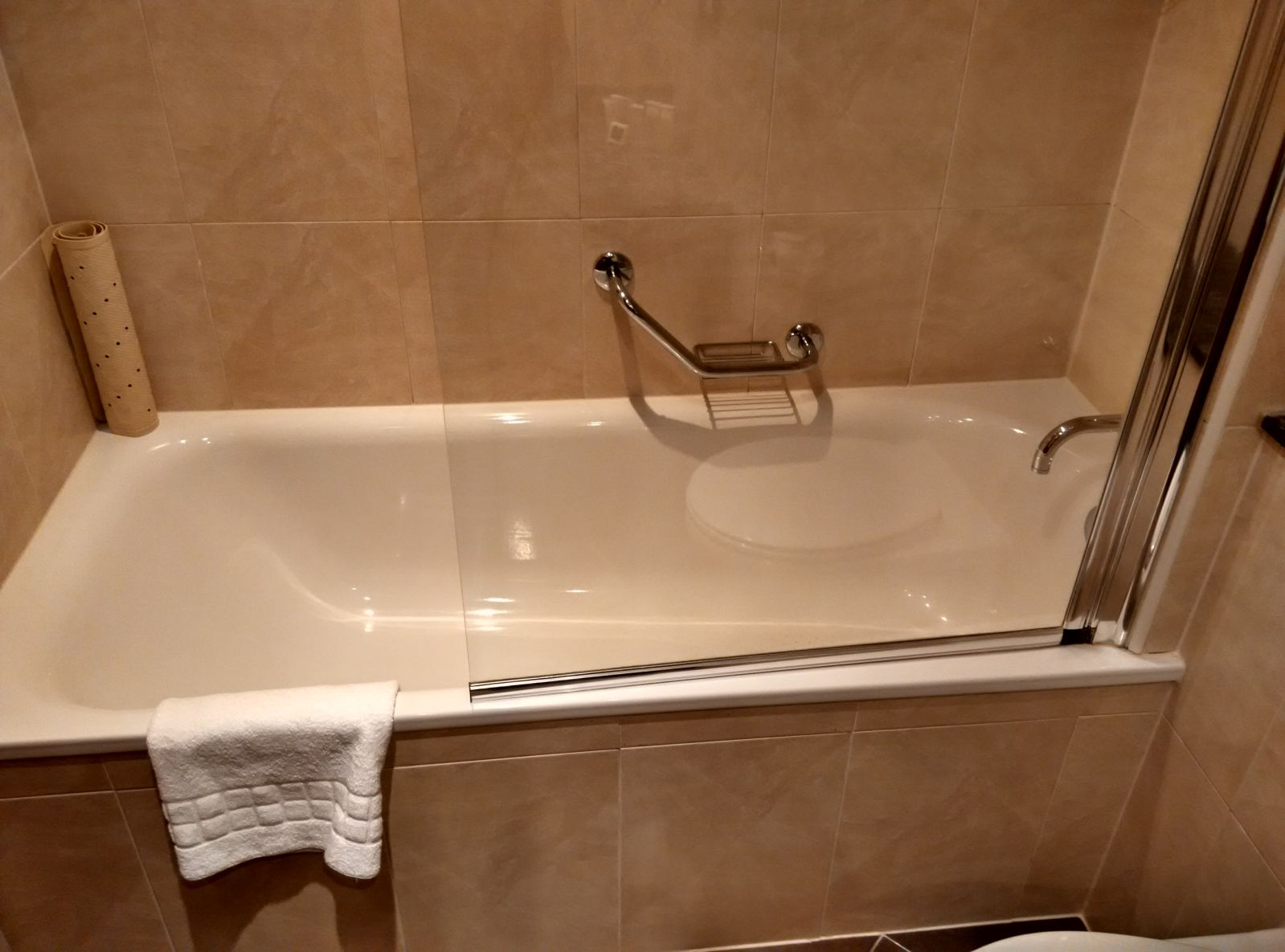 holiday-inn-norwich-city-bathroom-2