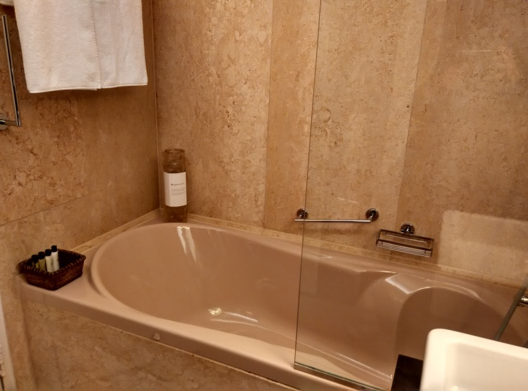 intercontinental-geneva-bathroom
