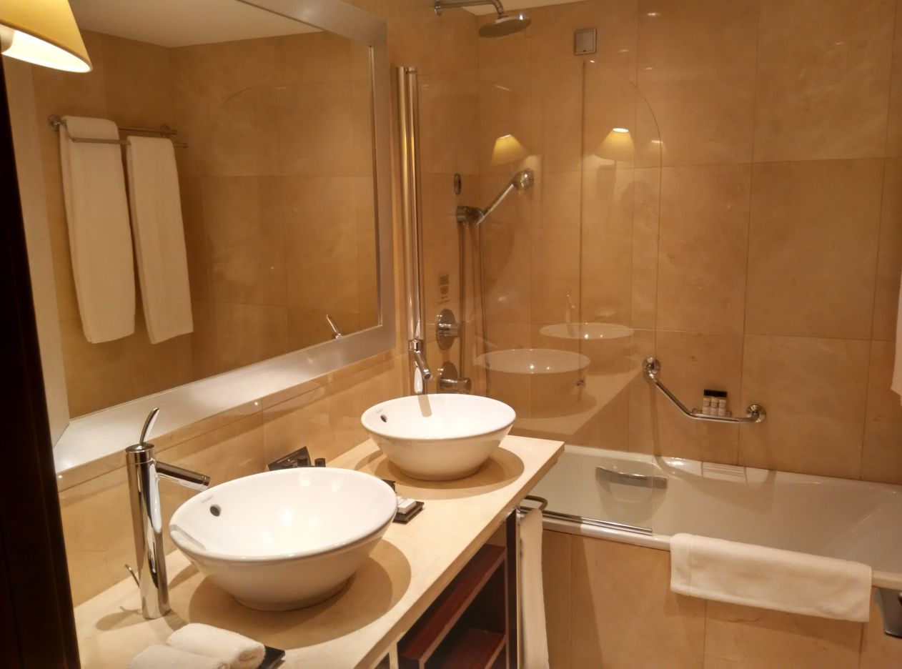 intercontinental-lisbon-bathroom-1