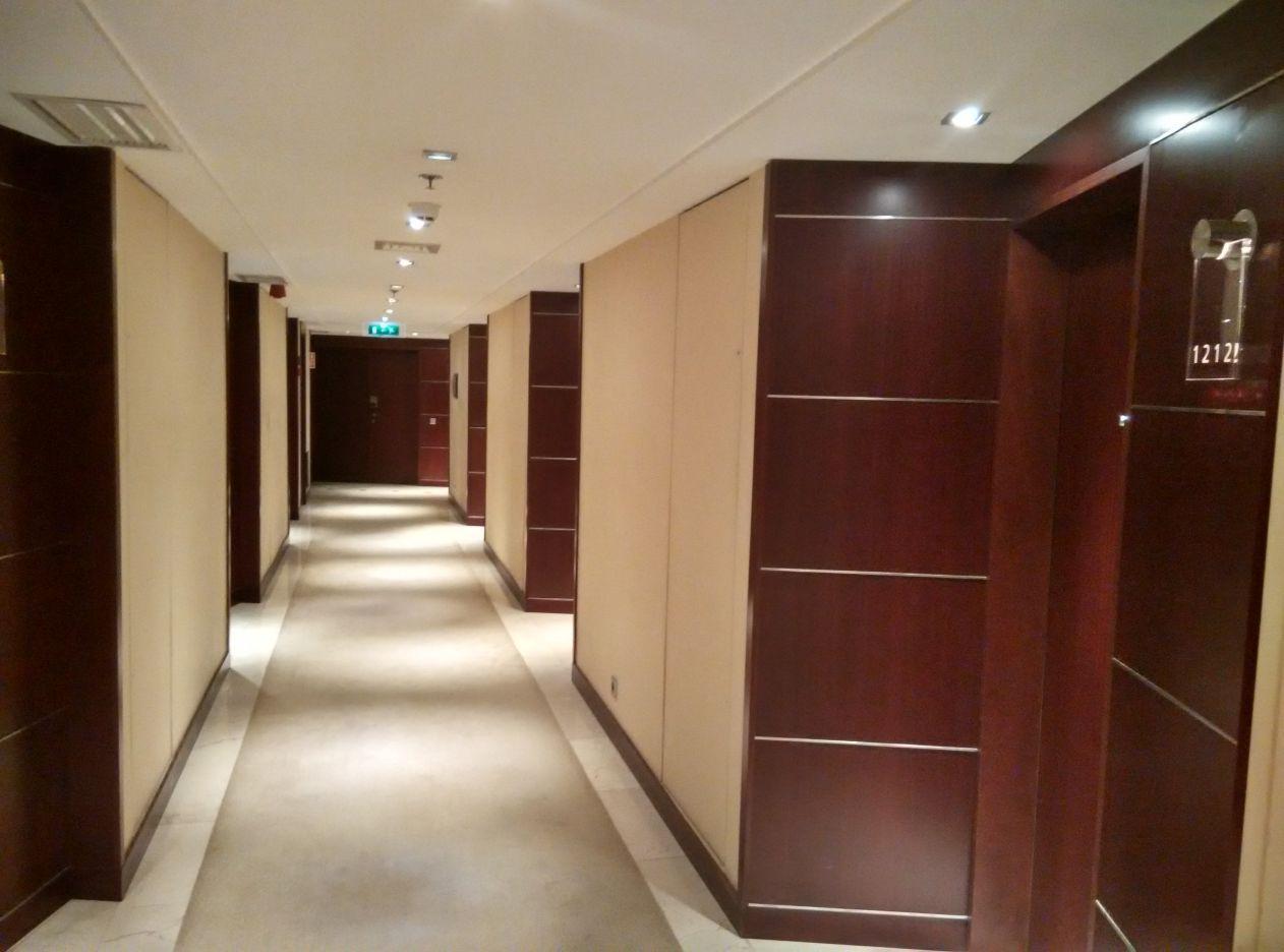 intercontinental-lisbon-hallway