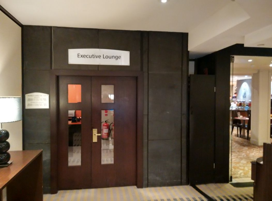 hilton-london-kensington-exec-lounge-door