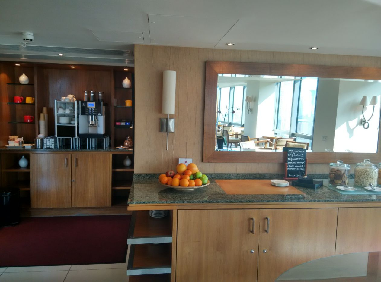 marriott-london-west-india-quay-executive-lounge-refreshment-1