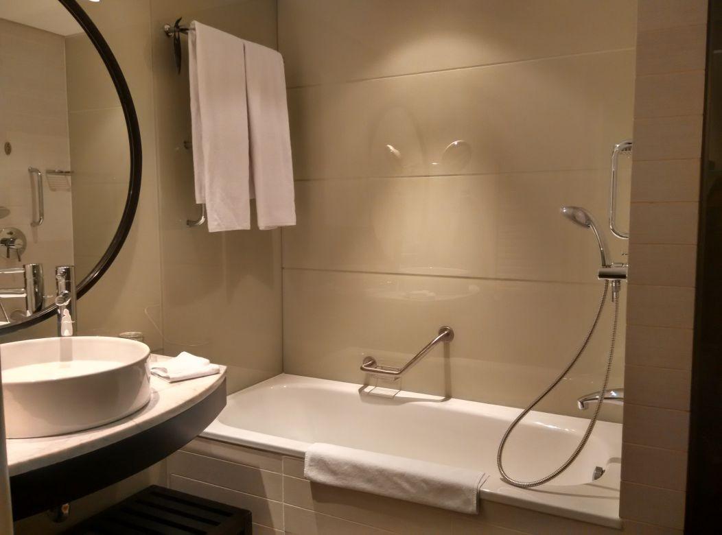 radisson-blu-bucharest-bathroom