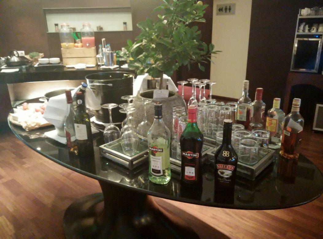 radisson-blu-bucharest-business-lounge-drinks