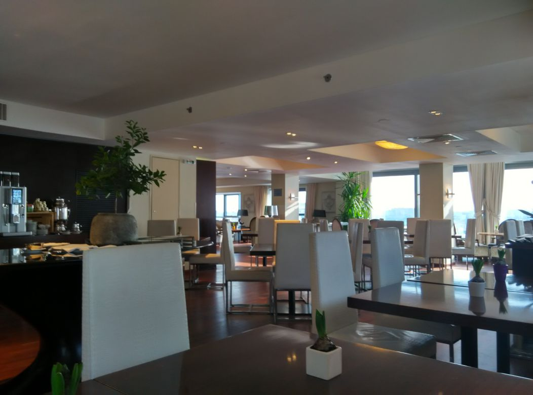 radisson-blu-bucharest-business-lounge-inside