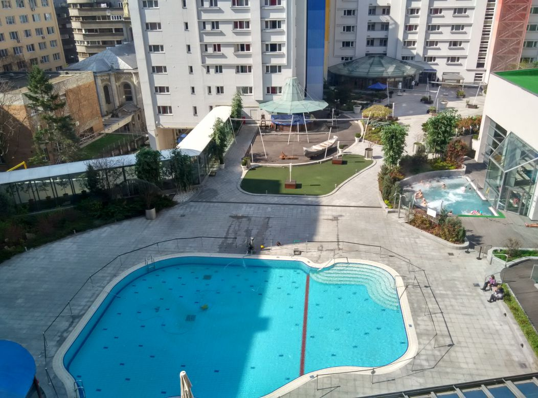 radisson-blu-bucharest-swimming-pool