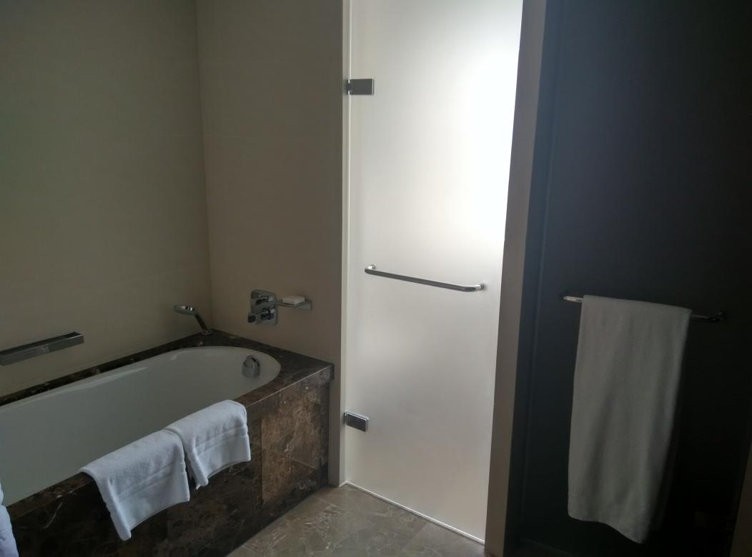 conrad-st-james-bathroom-1