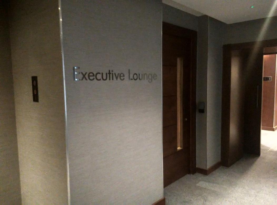 conrad-st-james-lounge-door