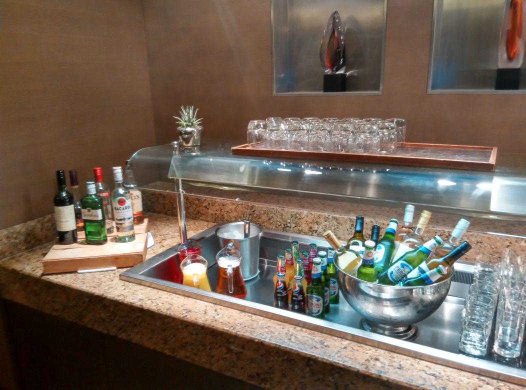 crowne-plaza-london-kensington-lounge-alcohol