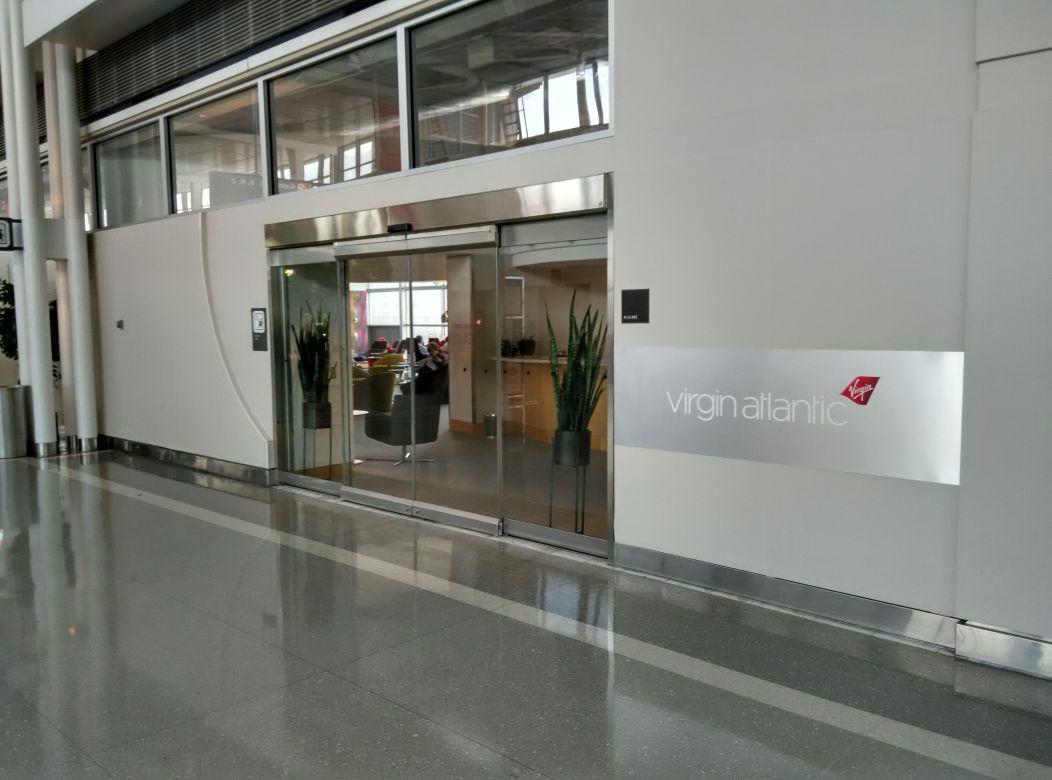 iad-virgin-atlantic-lounge-entrance