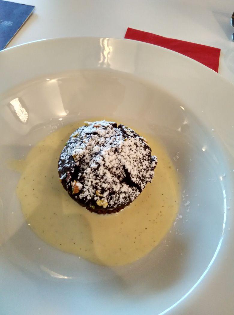 iad-virgin-atlantic-lounge-pistachio-chocolate-cake